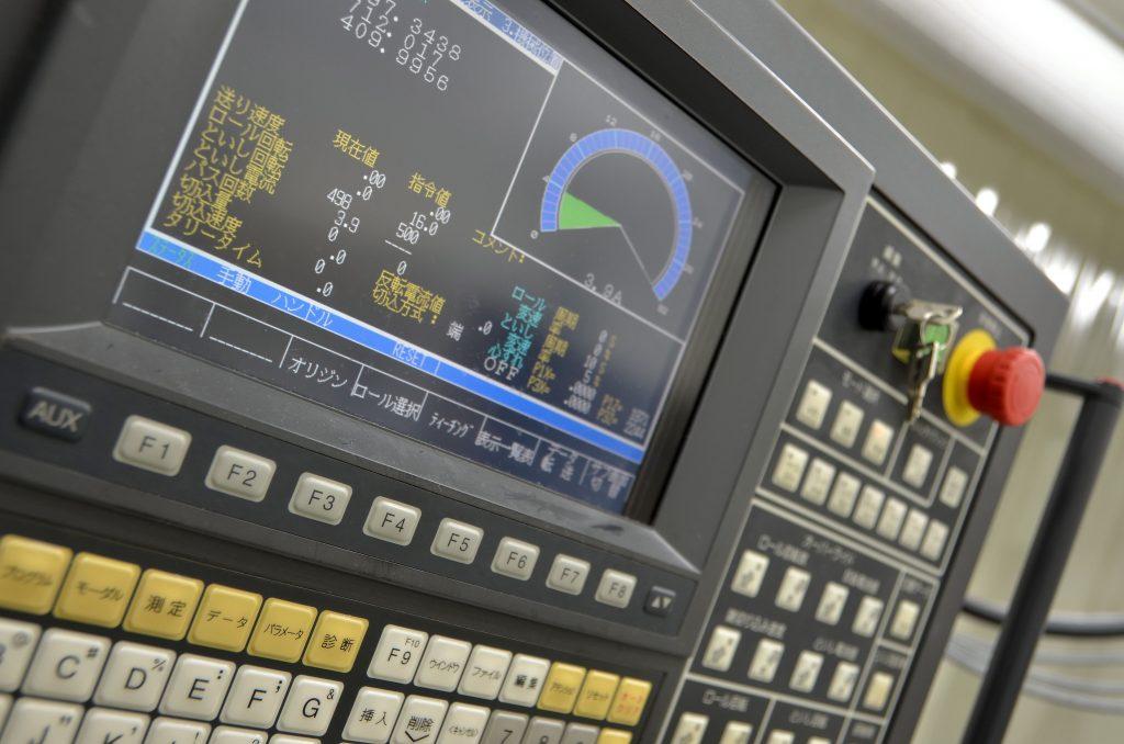 非接触計測にてロールの触れ測定が可能